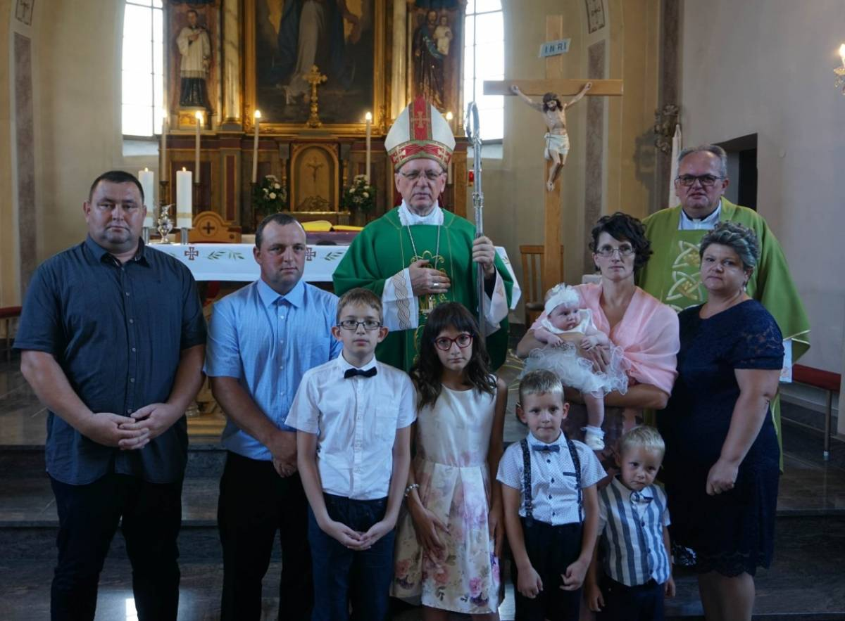 Biskup krstio peto dijete obitelji Kralik iz Vetova