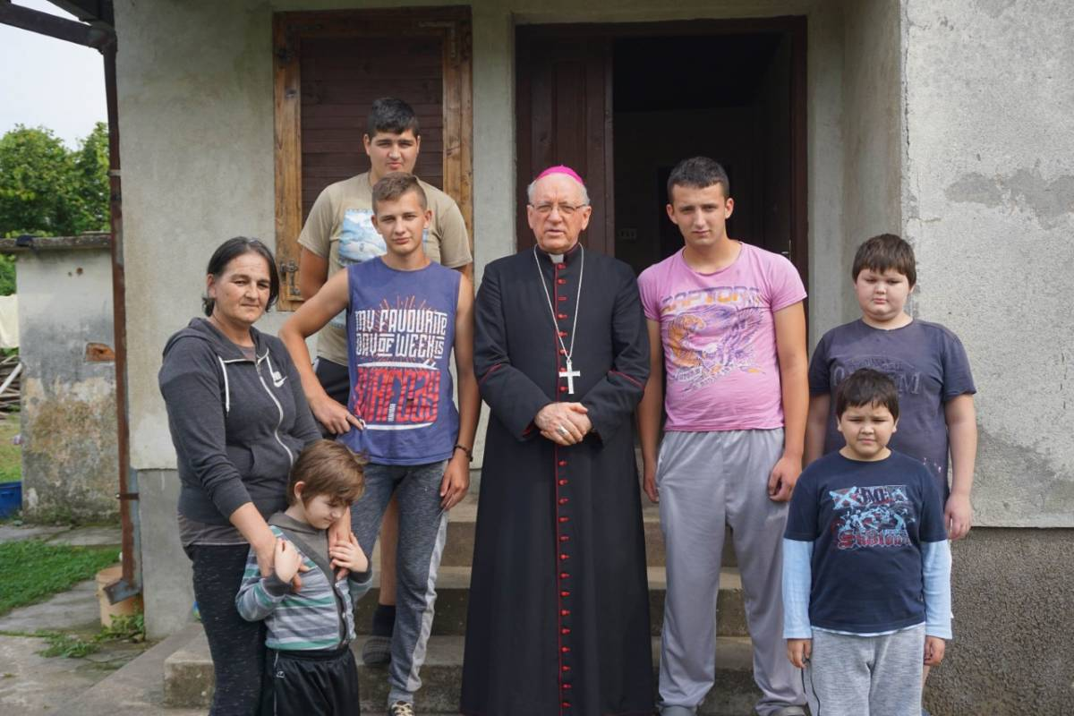 Biskup posjetio osmeročlanu obitelj samohrane majke