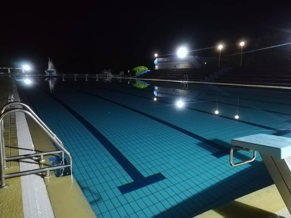 Na bazenima u Lipiku večeras noćno kupanje i tematski party