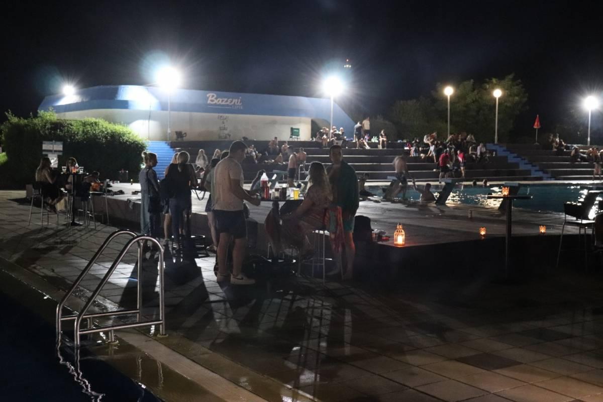 Vikend noćno kupanje u Lipiku odlično posjećeno uglavnom mlađim generacijama