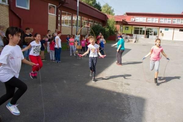 U pleterničkoj školi djeca uče dok hodaju uza stube