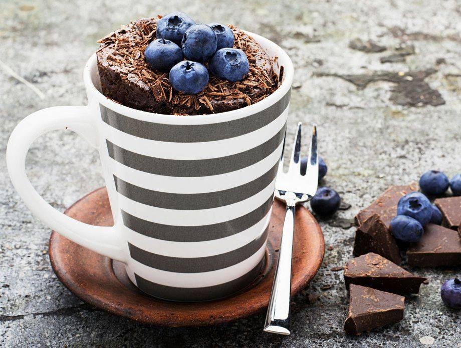 Samo 2 sastojka! Prefin čokoladni kolač gotov u svega 60 sekundi