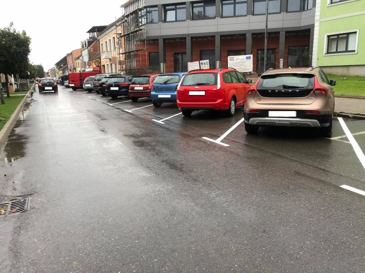 U Pleternici novo/stari način parkiranja