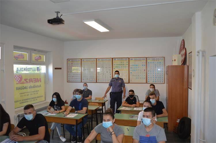 U autoškoli ʺHerzʺ u Pleternici održano predavanje pod sloganom ʺPrevencija i sigurnost u prometu i u doba koroneʺ