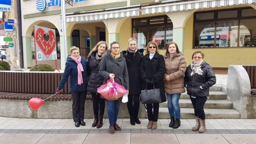 Zajednica ¨Katarina Zrinski¨ Požega povodom Valentinova podijelila medenjake sugrađanima