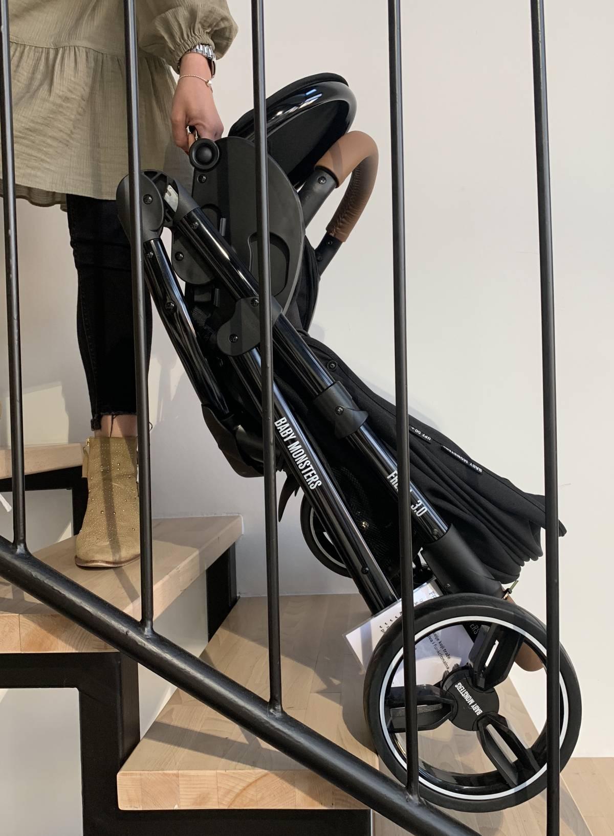 Netko je jučer iz hodnika stambene zgrade u Požegi ukrao dječja kolica
