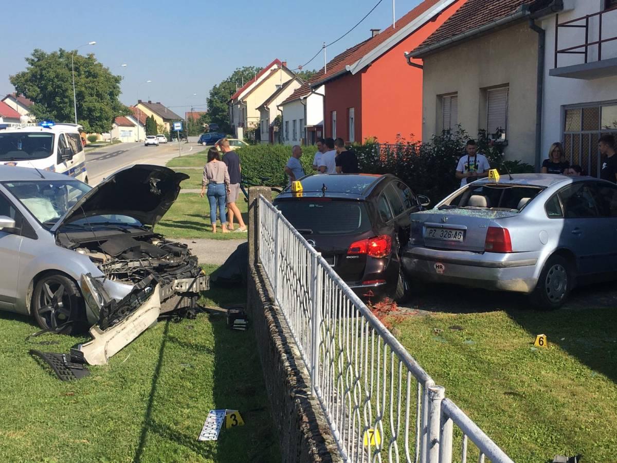 U Dubrovačkoj ulici sudar 3 automobila, vozač završio u OŽB