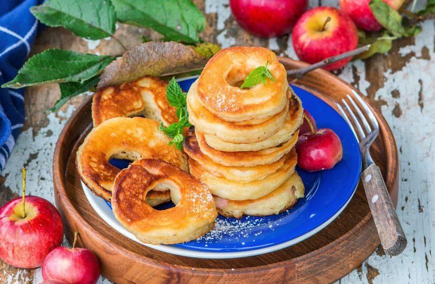 Pohane jabuke: Brzi desert zbog kojeg ćete zaboraviti na pečenje kolača