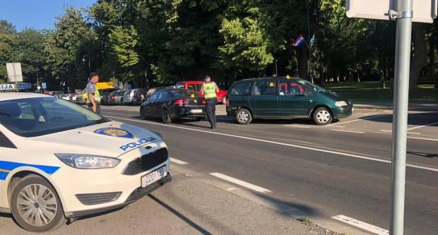 63-godišnjak s 2,16 promila udario u nepropisno parkirani automobil i pobjegao, policija ga naknadno pronašla