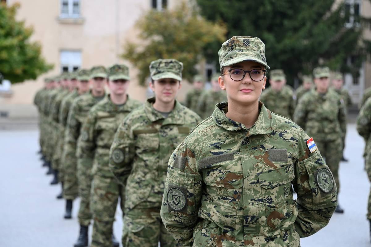 Prisegnulo 190 ročnika na dragovoljnom vojnom osposobljavanju