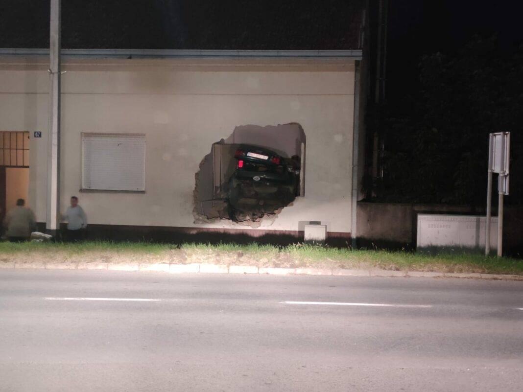 Kod N. Gradiške poginuo 40-godišnjak, automobilom se zabio u kuću