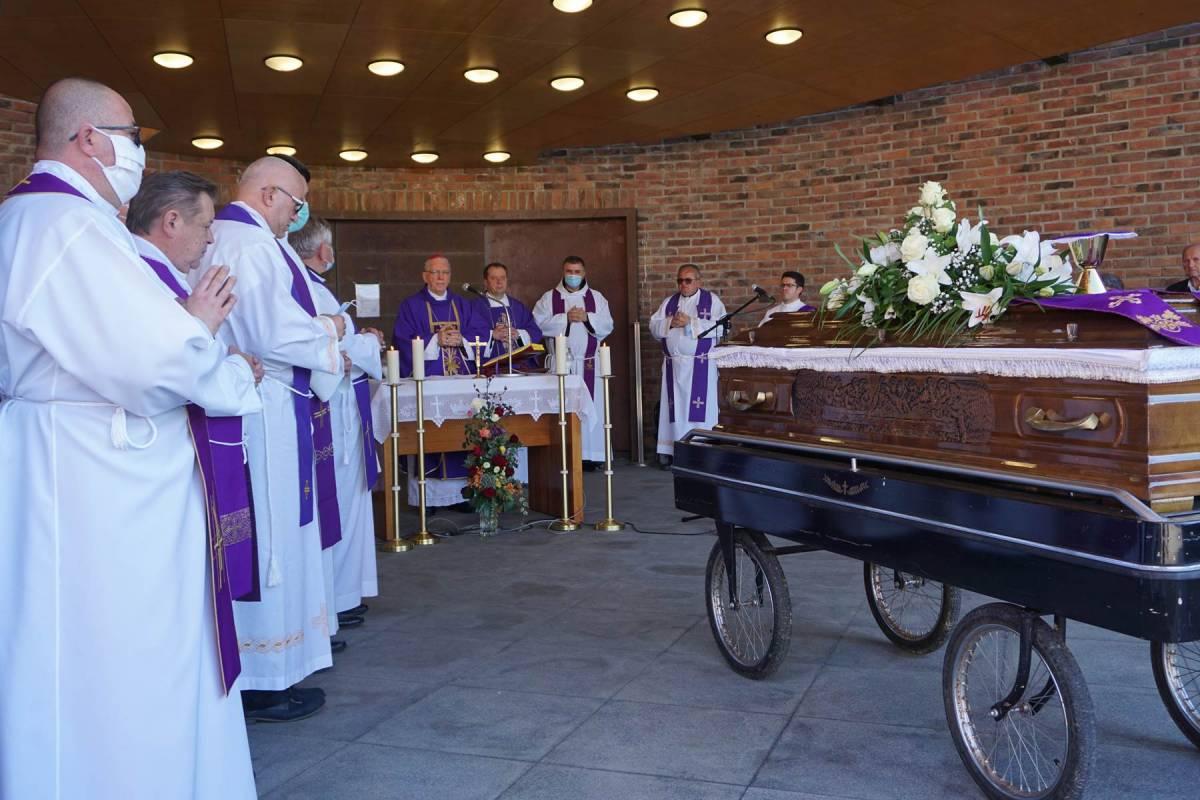 Sprovod prelata Vjekoslava Marića u Požegi