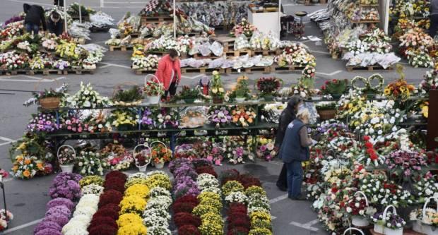 Sutra iza Gradske kuće u Požegi počinje prodaja cvijeća