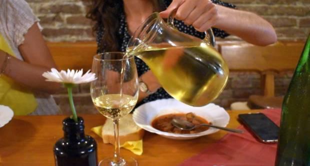 Hrvati najradije biraju domaća vina, a kod izbora regije prednjači Dalmacija