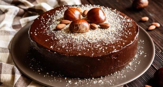 Sočna torta od kesten-pirea i čokolade koja se priprema bez grama brašna