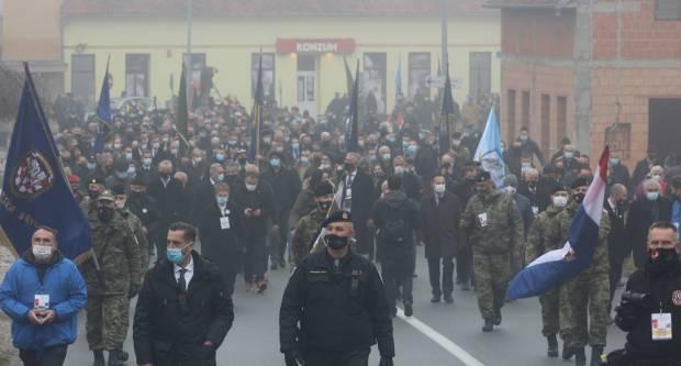 Tisuće se hodočasnika i ove godine okupilo u Vukovaru. ʺ...Narod nikada zaboraviti neće...ʺ