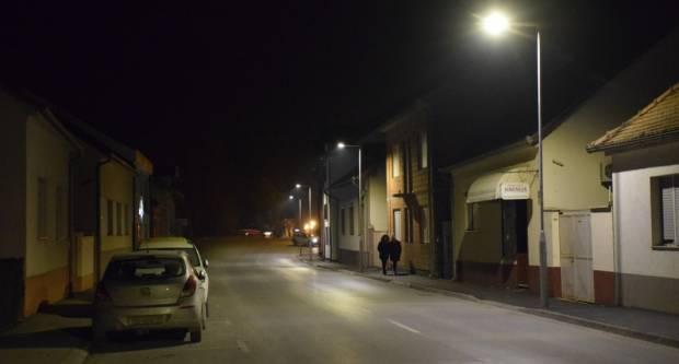 U tri požeške ulice postavljena suvremena javna rasvjeta