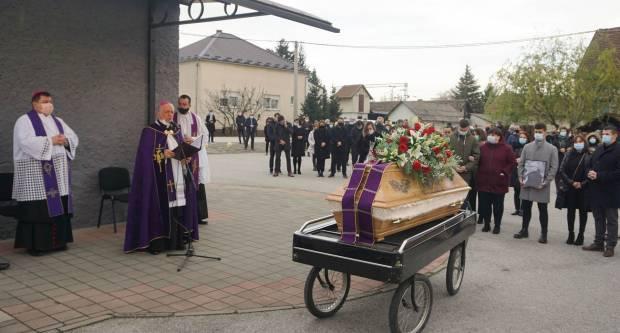 Sprovod svećenika Branka Gelemanovića u Novoj Gradiški