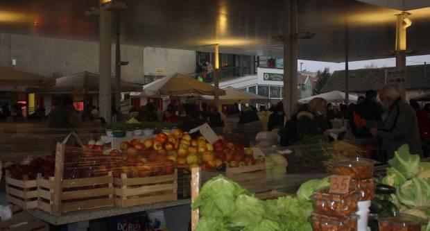 Veće gužve na tržnici pred Božić