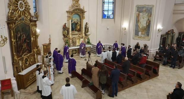 Blagoslov obnovljenog oltara u požeškoj Katedrali