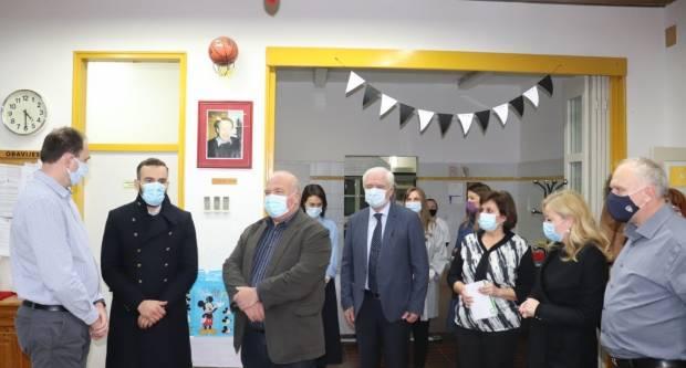 Ministar Aladrović obećao pomoć djeci iz Siska koja su utočište pronašla u Dječjem domu u Lipiku
