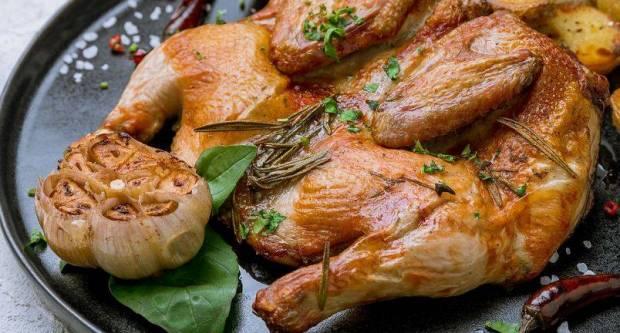 Okoš bokoš u tavi ispecite cijelu kokoš: Recept za hrskavo i sočno pile bez paljenja pećnice