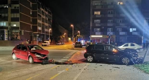 Prometna nesreća u Slavonskom Brodu. Pijan se zabio u semafor