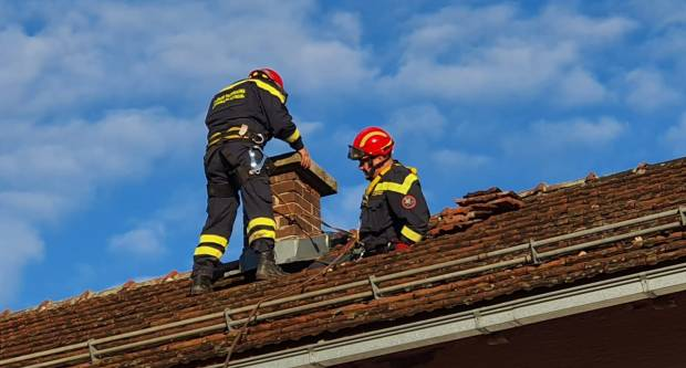 Vatrogasci nastavljaju angažman unatoč teškim uvjetima na terenu