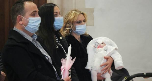 Na blagdan Krštenja Gospodnjeg biskup krstio peto dijete u dvije voćinske obitelji
