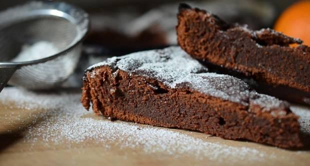 Brzi čokoladni kolač koji se neće lijepiti za bokove