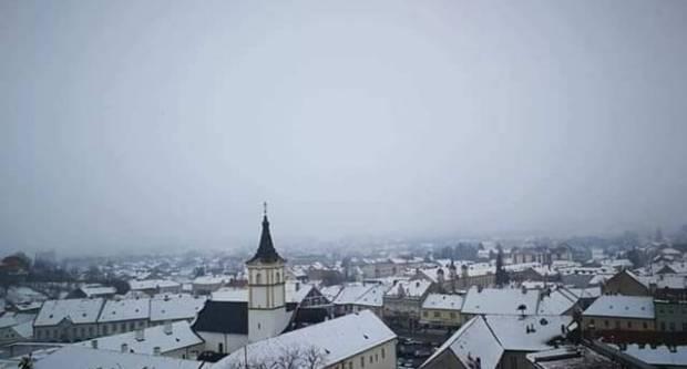 Danas oblačno uz mjestimični snijeg