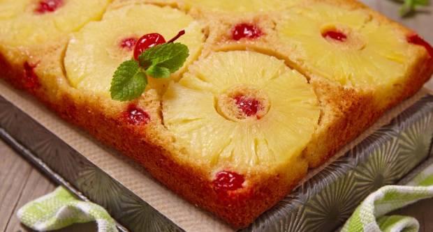 Tako sočno i fino! Recept za kolač s ananasom iz konzerve koji se peče ʺnaopačkeʺ