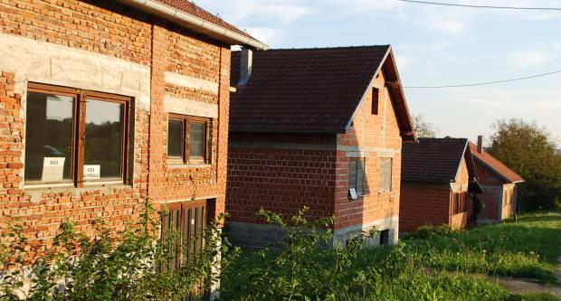 Pojavila se afera s obnovom kuća u Slavoniji, navodno su glavni inženjeri bili tinejdžeri?