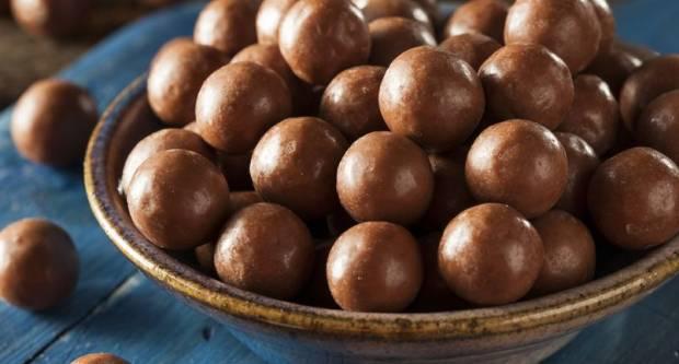 Neobična kombinacija koja pali: Recept za jednostavne čokoladne kuglice od slanutka
