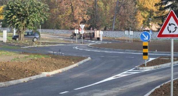 Kutjevčani tvrde da novi kružni tok kod dvorca nije najsretnije prometno rješenje