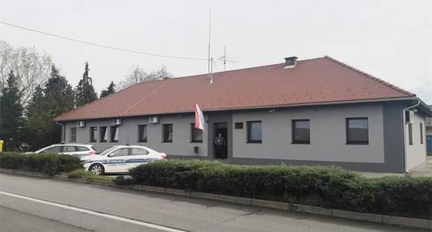 Pijani vozač sinoć udario u ogradu kod policijske postaje u Požegi pa pobjegao, zaustavljen u Alagincima