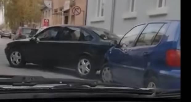 DOSAD NEVIĐENO: Izgurao auto požeških tablica kako bi si napravio mjesta za parking