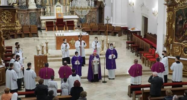 Blagoslov novog križnog puta u požeškoj Katedrali