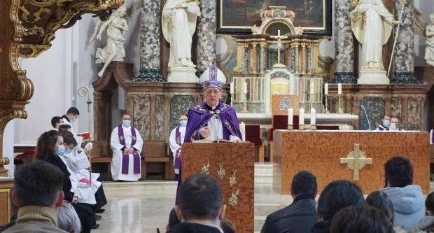Obred upisa katekumena u požeškoj Katedrali
