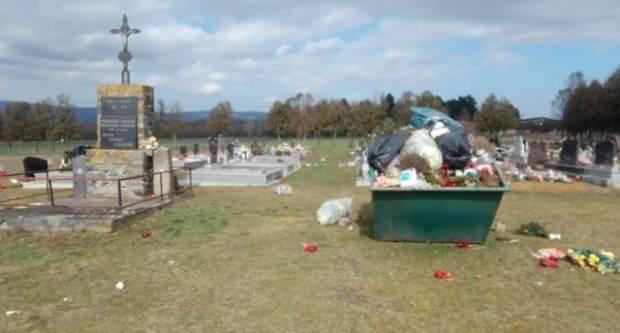 Mještani ljuti jer kontejner pun smeća na groblju u Kuli tjednima nije očišćen