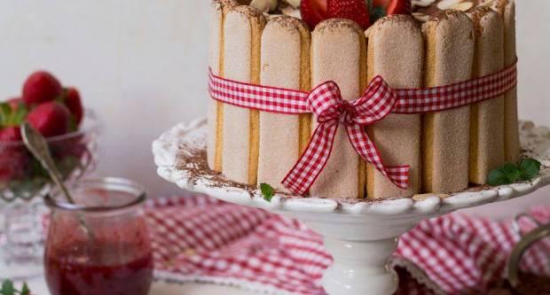 Šarlota s jagodama: Osvježavajuća torta koja se brzo priprema i nestaje za čas