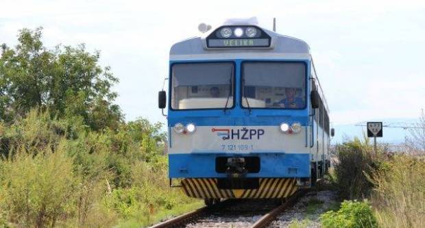 Pijani 56-godišnjak plastičnim pištoljem mahao u vlaku iz Požege prema N. Kapeli