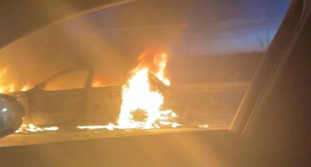 HITNE SLUŽBE NA TERENU: Zapalio se automobil, ima ozlijeđenih