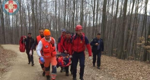 Ozlijeđenog planinara na Papuku u vakuum madracu transportirali do bolnice