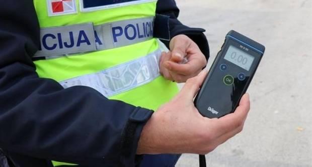 MIJENJA SE ZAKON: Više neće biti dozvoljena vožnja s do 0,5 promila, prekršitelji dobivaju detektor alkohola?
