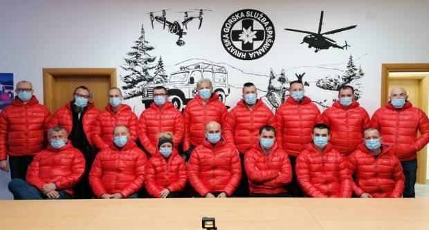 Spašavateljima HGSS-a Požega donirane jakne