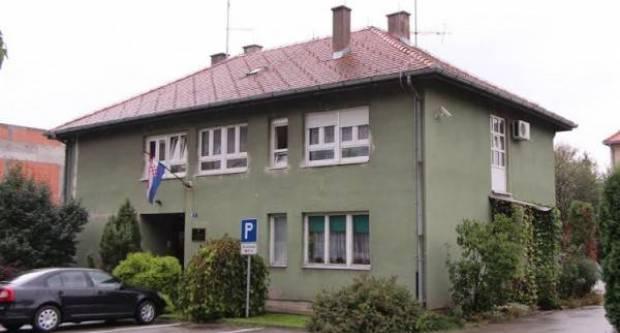 43-godišnjak usred noći nazivao Policijsku postaju u Pleternici i vrijeđao službenike