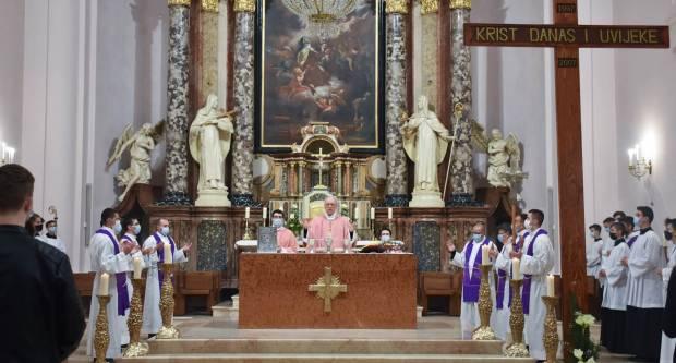 Papin dan i križni put mladih u Požegi