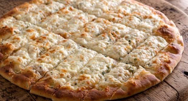Tako dobro! Recept za prstiće od češnjaka i sira s kremastim umakom