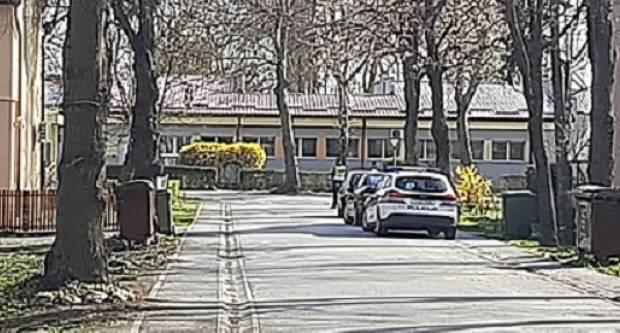 Policija kod vrtića Pčelica, zbog parkiranja automobila